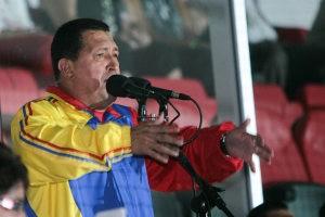 Hugo Chávez con chaqueta tricolor | Prensa Miraflores