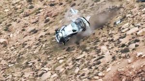 En el rally Pikes Peak, Jeremy Foley y su copiloto cayeron colina abajo, dando más de 12 vueltas .